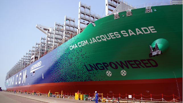 World's Largest LNG-Powered Containership Commissioned